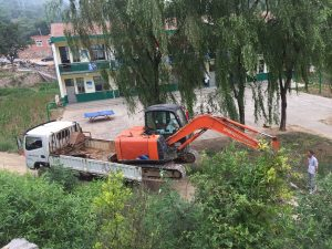 Government sends excavators for destruction