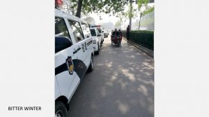 Blockade of squad cars