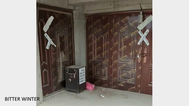In June of 2017, the mosque was sealed off by the government sector, and sealing tape was placed over the main entrance to the basement