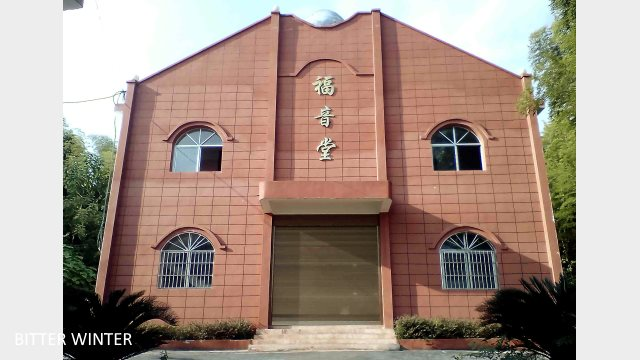 The cross is removed from Gaotang Gospel Church in Baima township, Shangrao city.