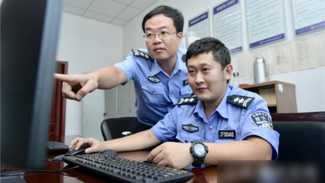 Police watching surveillance (taken from the Internet)