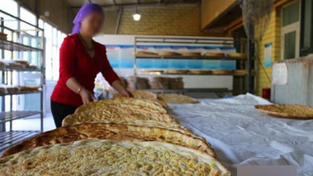 Female naan baker (taken from the Internet)