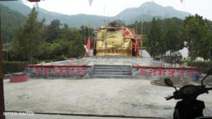 The giant Buddha statue at Jiushan Park is being demolished