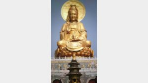 The Guanyin statue before demolition.
