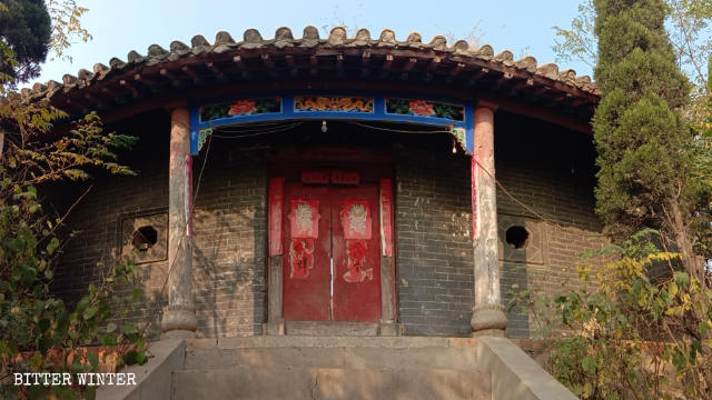 Memorial Temple to military general Yang Ye who died in August 986, is forcibly shut down.