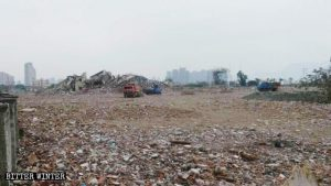 1,000 Government Officials Demolish Buddhist Temple