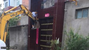 Religious Symbols Removed From Homes in Henan