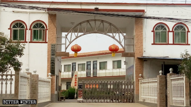 "A Signboard ""Joy Charity Institute of Group 3, Jiabu, Dafeng town, Wuzhi county"" was put up on the church's eastern gate."