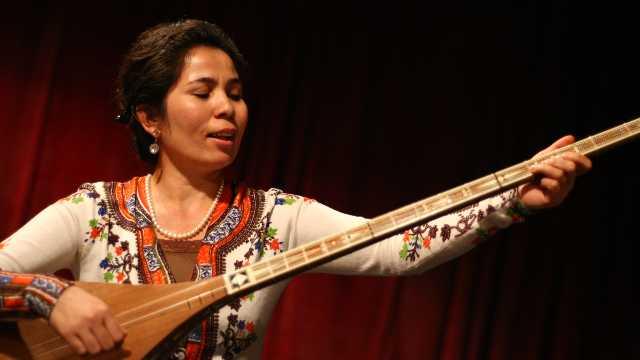Uyghur musician Sanuba Tursun