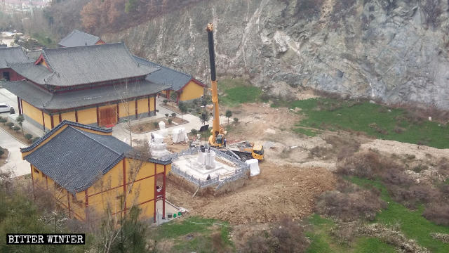 The Guanyin statue being demolished.