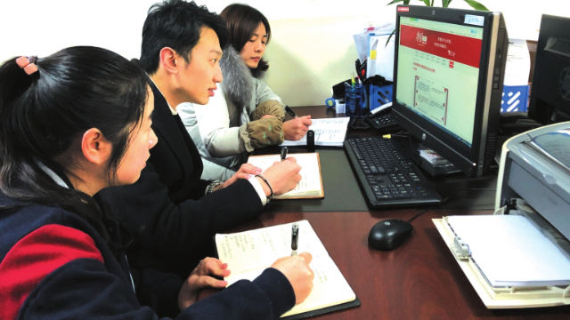 Party members log in Xi Study Strong Nation App