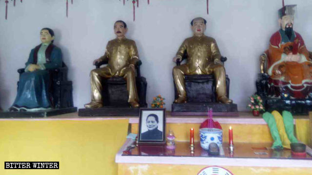 Statues of Mao Zedong, Sun Yat-sen, the first provisional president of the Republic of China, and his wife, Soong Ching-ling, are placed inside the Tianbao Temple in Jiujiang city.