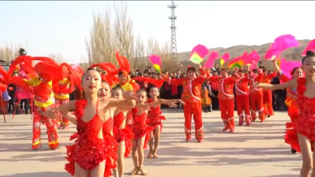 "Young Uyghur girls dressed in ""Chinese style"" outfits to celebrate the beginning of Spring in Turpan. This infuriates Uyghurs as flouting Uyghur cultural norms."
