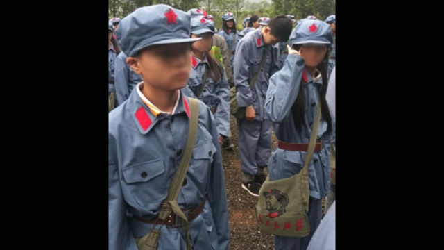 During the trips to Jinggangshan, students were carrying schoolbags imprinted with a portrait of Mao Zedong.