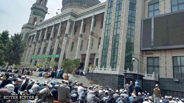 Muslims performing Jumu'ah outside Dongguan Mosque