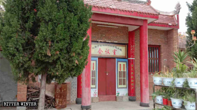 Statues at Guan Di Temple in Beizhaizi Village have been covered