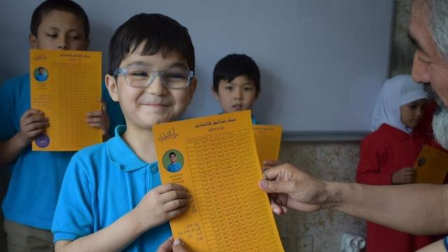 Hira'i's school pupils receiving their Ramadan calendars