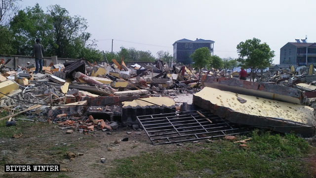 More rooms and a hall were demolished in Xi Temple on April 11.
