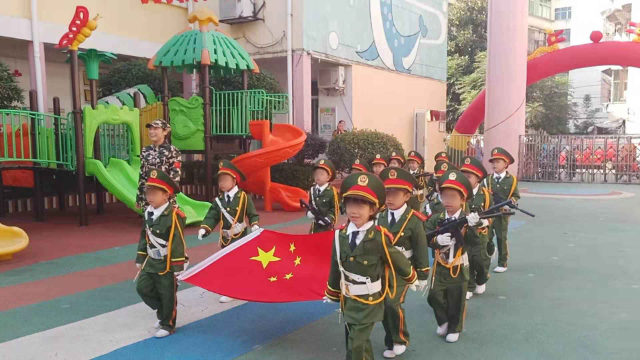 A flag raising ceremony was held in a kindergarten in Jiangxi Province