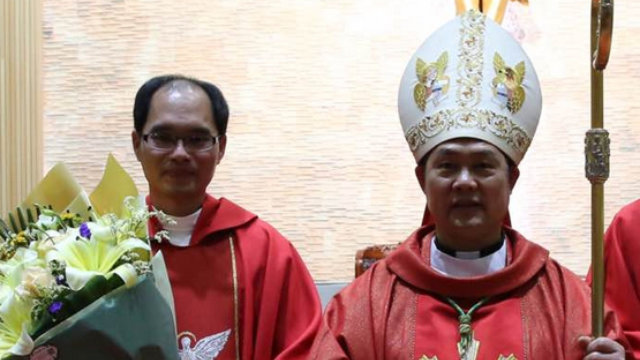 Bishop Shao Zhumin (on the right).(Photo from UCAnews)