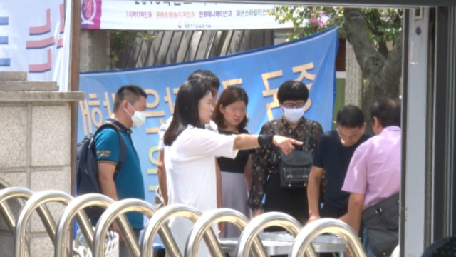 Ms. O Myung-ok is directing the relatives during a demonstration outside the CAG premises in Seoul.