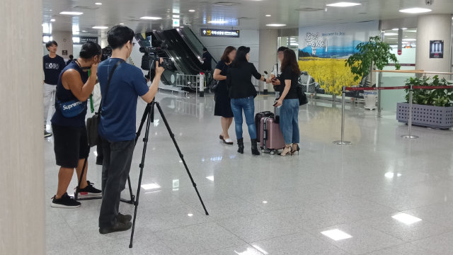 Ms. O Myung-ok picks up CAG believers' relatives from mainland China at the airport and arranges a photo shoot for the media.