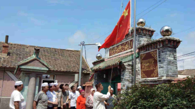 Muslims at a mosque in Liaoning Province are forced to organize flag-raising ceremonies.