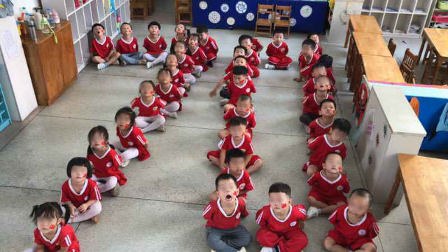 Prior to the National Day, the children of a kindergarten in Jiangxi Province