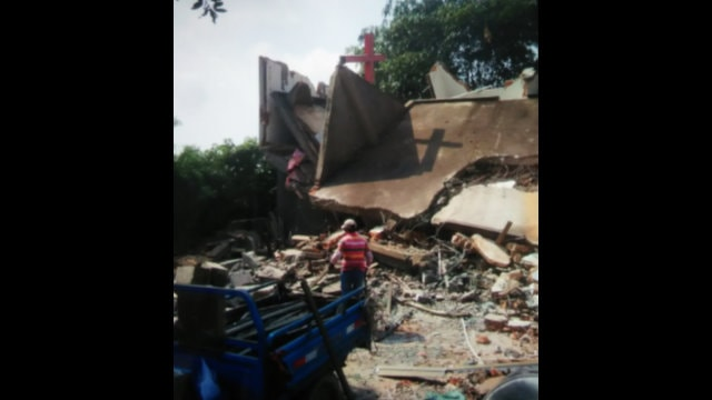 A Chengmen Christian Church's meeting venue on Hudi Lane in Chengmen town was also demolished.