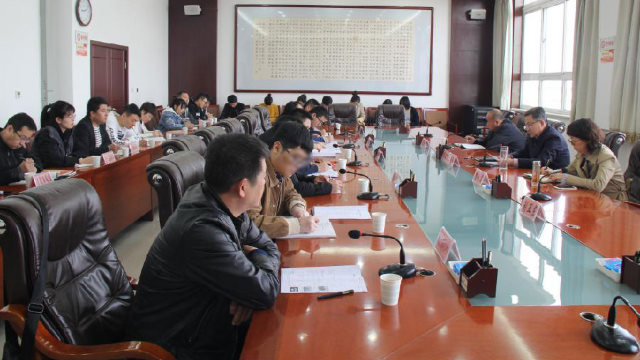 Employees of the Ethnic and Religious Affairs Bureau in Yulin city, Shaanxi Province, are taking part in training on confidentiality.