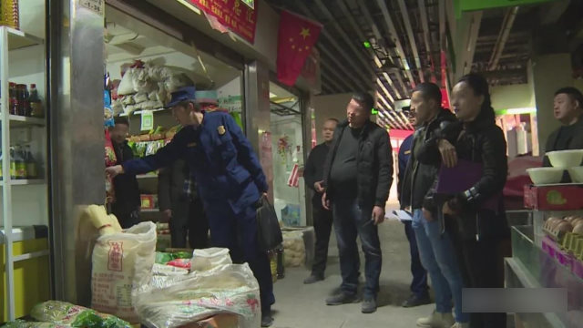Xinjiang government officials are inspecting shops.