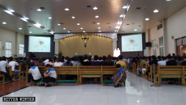 Believers at a meeting before the Haiyan Church was closed