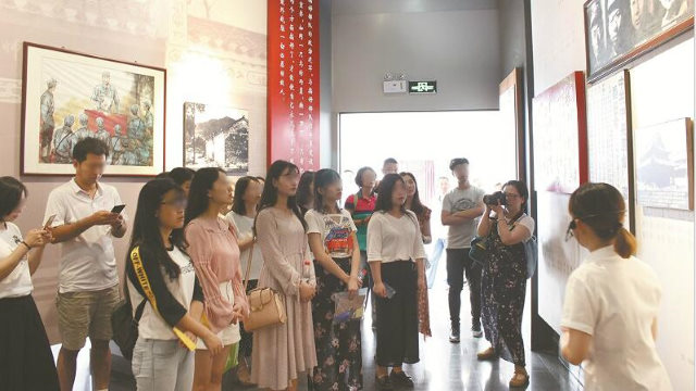 A university in China organized students to visit a red education base as part of the ideological and political course.