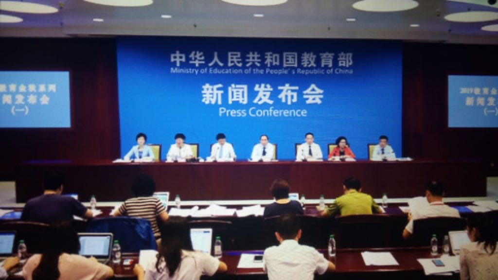 """The Ministry of Education convened a press conference on the Ministry teaching materials. (reproduced from the app """"Xi Study Strong Nation"""")"""