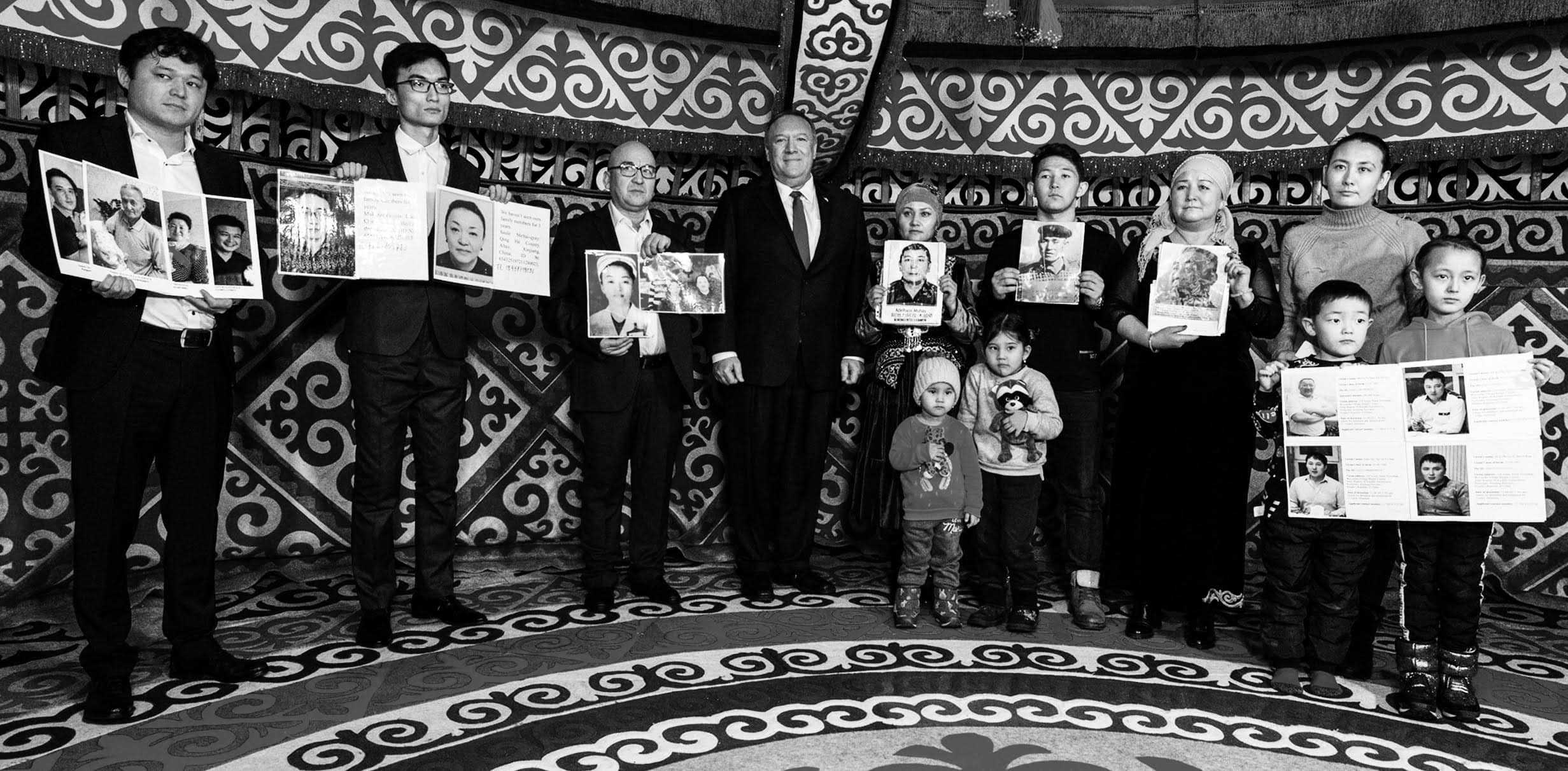 US Secretary of State Mike Pompeo met with the relatives of the prisoners of Xinjiang transformation through education camps.