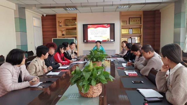 Kindergarten teachers are studying President Xi Jinping's speeches.