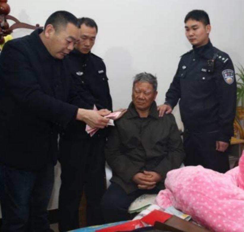 Wen Jinlu under arrest (from Twitter)
