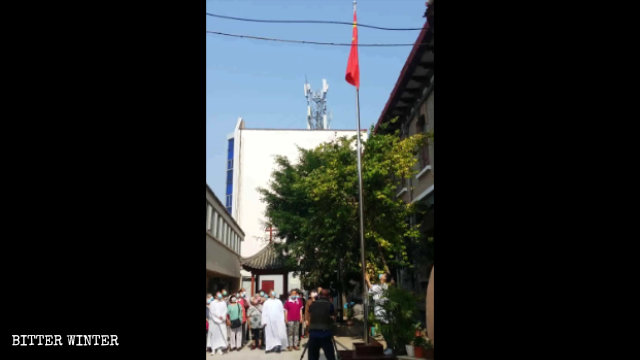 The Lishiting Catholic Church in Kaifeng city held a flag-raising ceremony on June 14.