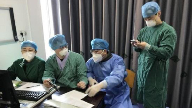 Medical workers on WeChat during a break.