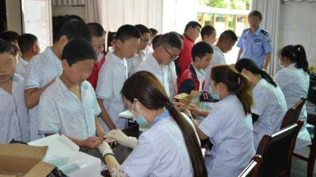 In June last year, officers from the Chengguan police station in Zhuxi, a county in Hubei Province's Shiyan city, collected DNA samples from primary school students.