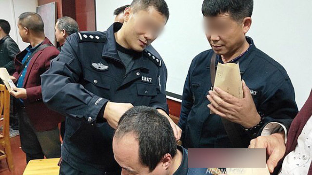 Officers are collecting hair samples from drivers in Xintian county in Hunan Province's Yongzhou city.