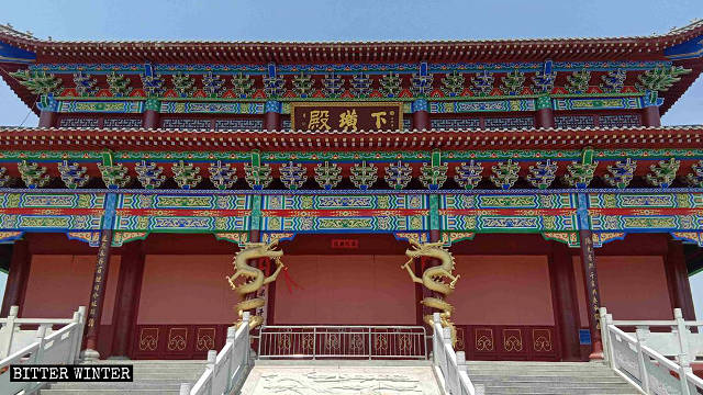 To protect their temple, residents of Xiahuang village sealed the doors and windows with plasterboards.