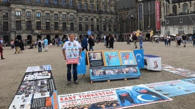 Abdurehim's protest in Dam Square, Amsterdam.