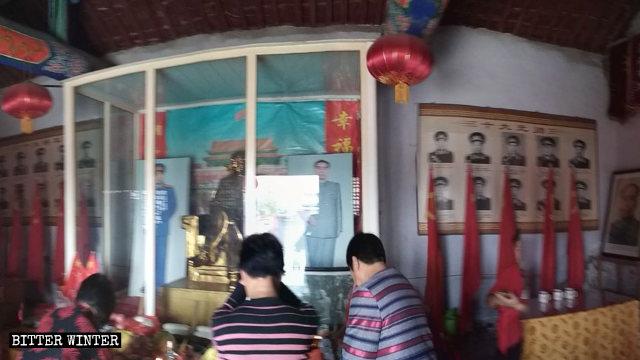 河南省済源市にある、毛沢東の像と10人のグランドマーシャルの像がある寺院。