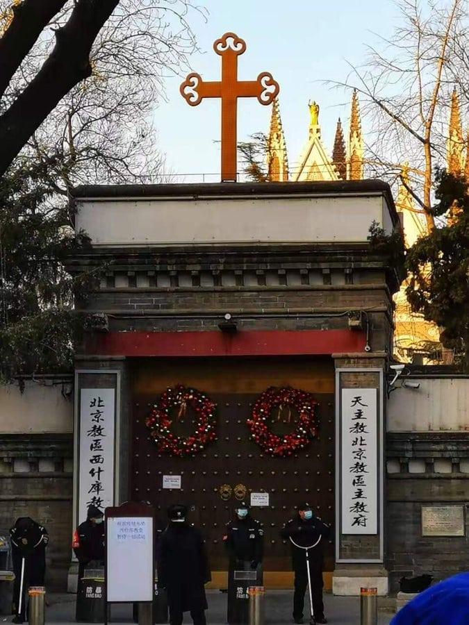 Riot police preventing devotees from entering the Catholic Xishiku Cathedral in Beijing on Christmas day (from Twitter).
