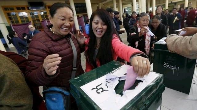 チベット人は喜んで投票しましたが、中国共産党の影は決して遠くにはありませんでした。