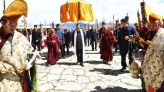 チベットの習近平:水についてのサイドショー
