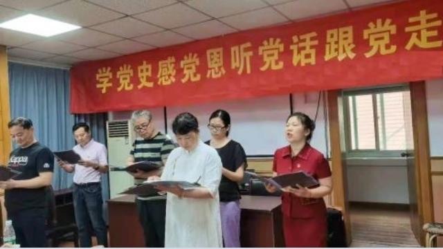 鼓楼区の「ラブホーム」で共産党のために全員が歌わなければなりませんでした。